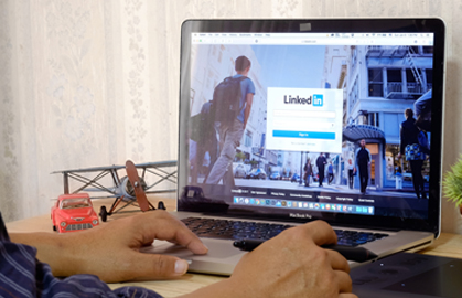 9 stats that prove LinkedIn is perfect for manufacturing marketers